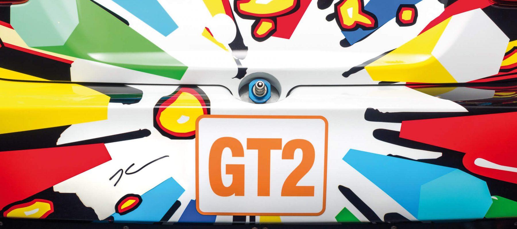 """In der Sonderausstellung """"BMW Art Cars"""" zeigte das Automuseum PROTOTYP 2016/2017 neun dieser rollenden Skulpturen, die von international renommierten Künstlern wie z. B. Andy Warhol, Roy Lichtenstein und Jeff Koons gestaltet wurden und auf Rennstrecken wie in großen Museen weltweit für Aufsehen sorgten."""