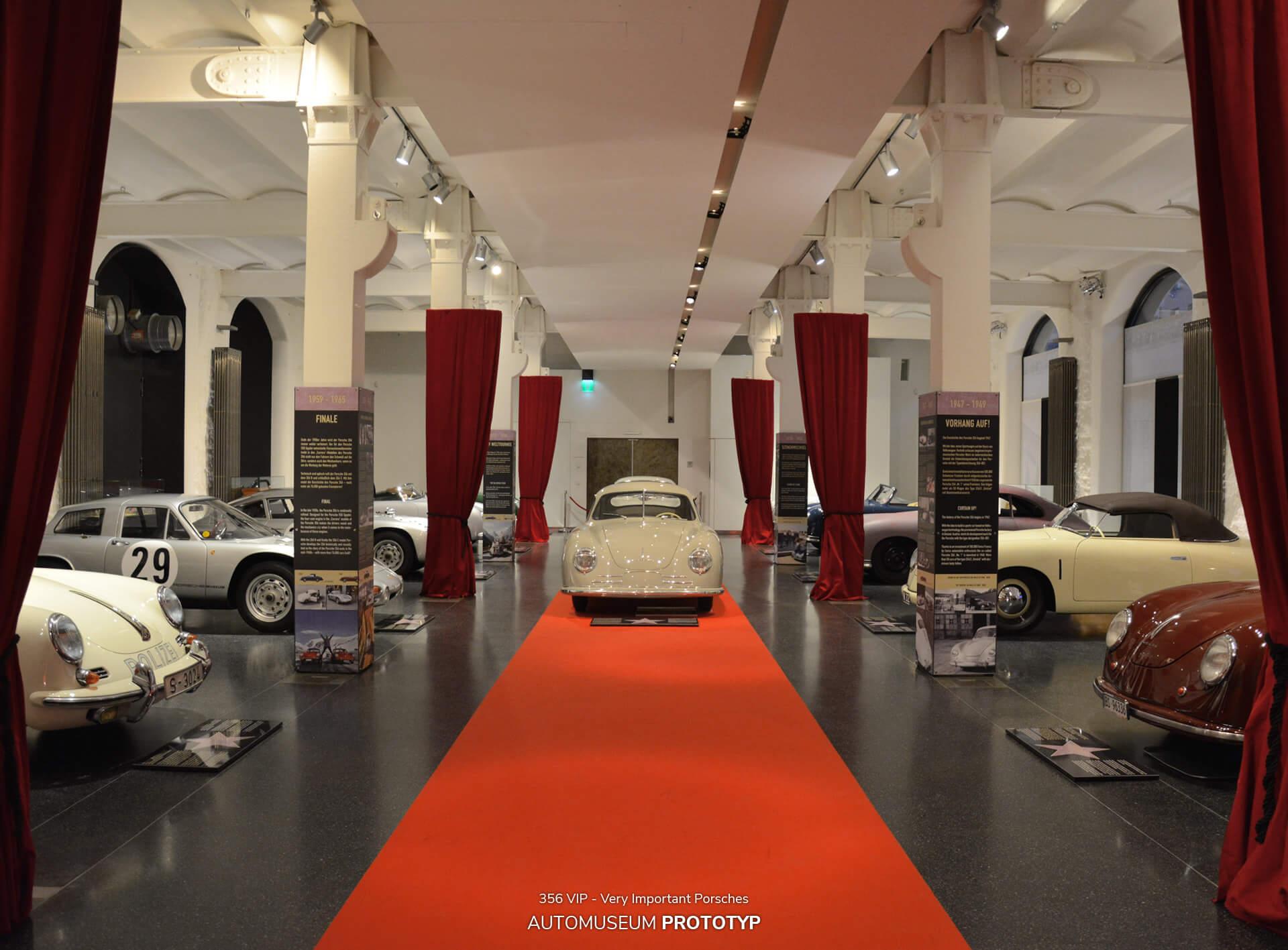 """In der Sonderausstellung """"356 VIP – Very Important Porsches"""" präsentierte das Hamburger Automuseum PROTOTYP 2015/2016 eine Auswahl ganz besonderer Porsche 356, die erstmalig in dieser Zusammenstellung zusammenfanden: vom ältesten noch erhaltenen Serien-Porsche aus der Anfangszeit im österreichischen Gmünd bis hin zu den Rennsport-Exoten der frühen 1960er Jahre."""